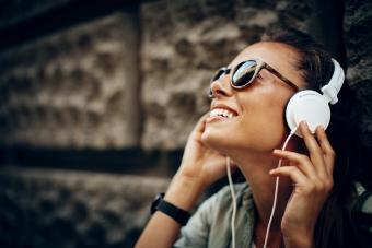 Tipsa om din bästa podd och vinn ett par hörlurar