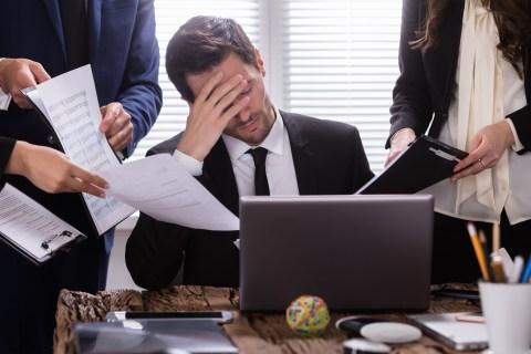 Tjänstemän hinner inte med sina arbetsuppgifter