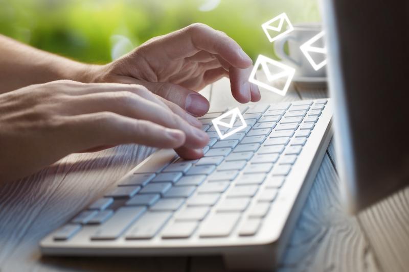 Chatt populärare än e-post bland yngre