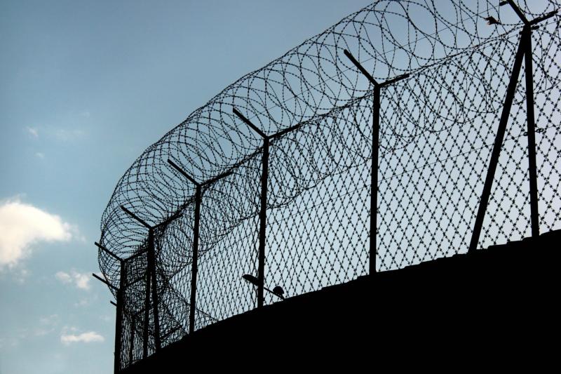 Många kriminalvårdsanstalter för små och ineffektiva