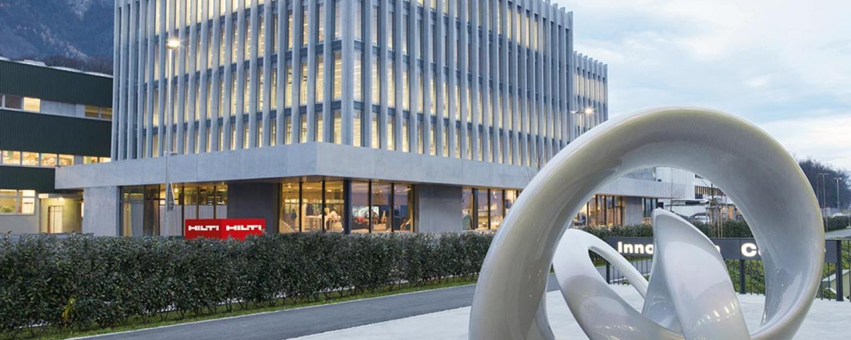 Hiltis huvudkontor ligger i Schaan, nära huvudstaden Vaduz, i det lilla alplandet öster om Schweiz.