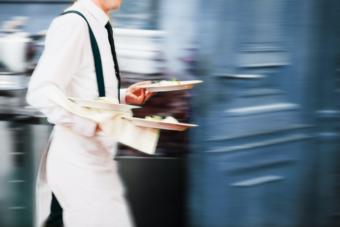 Jobb inom restaurnag och hotell upplevs som minst intressanta och stimulerande. Bild Stock Adobe.