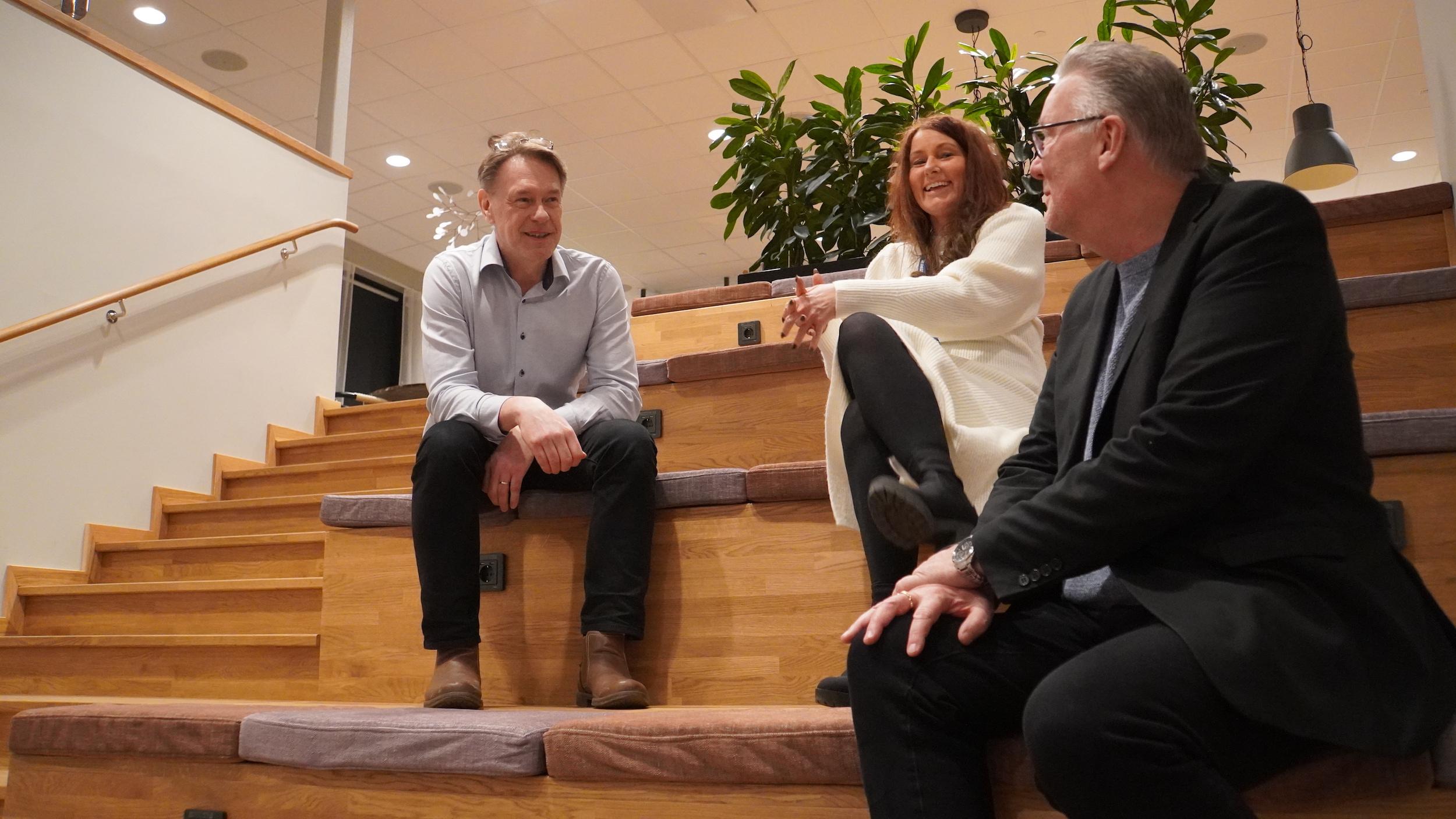 Kvalitetsutvecklaren Jörgen Brokås, Wivecka Ljungh och Mikael Källqvist, vd. i sina nya lokaler i Västerås gamla gasverksområde.