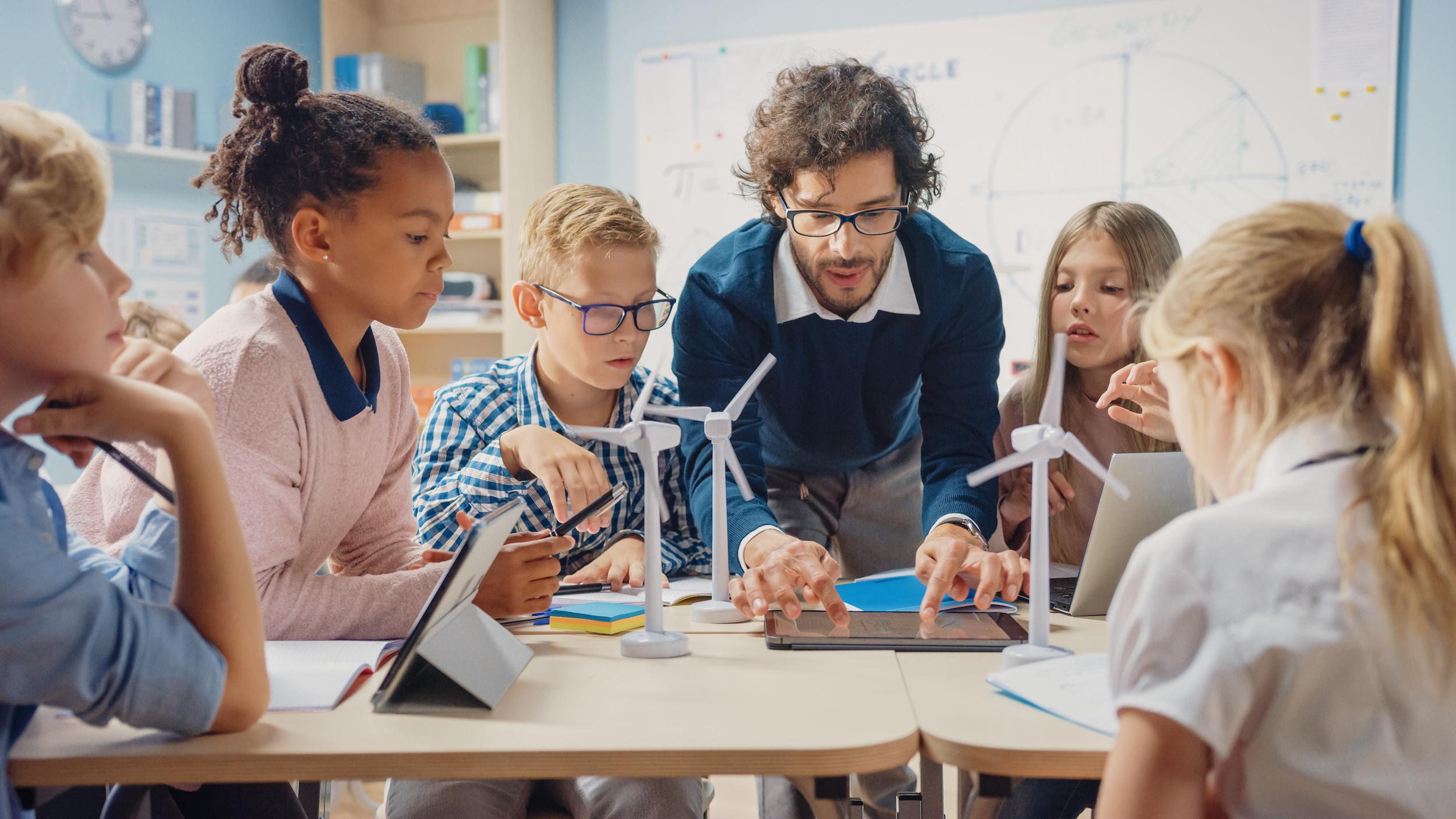 Varje rektor eller huvudman kan sätta igång förbättringsarbetet redan idag. Bild Stock Adobe.