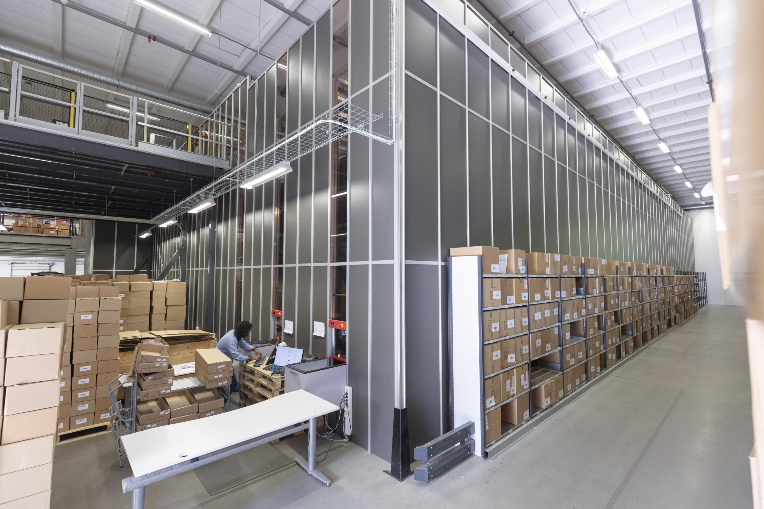 Etons lager i Gånghester är automatiserat och levererar skjortor till 60 länder.